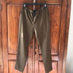 🍋🍋Lululemon on the fly pants / olive green sz 6